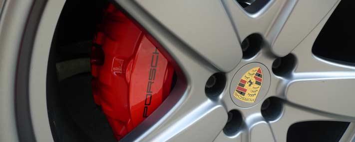 Porsche remklauwen spuiten rood